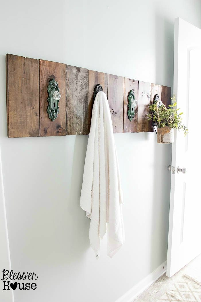 Diy antique door knob towel rack for Bathroom ideas towels