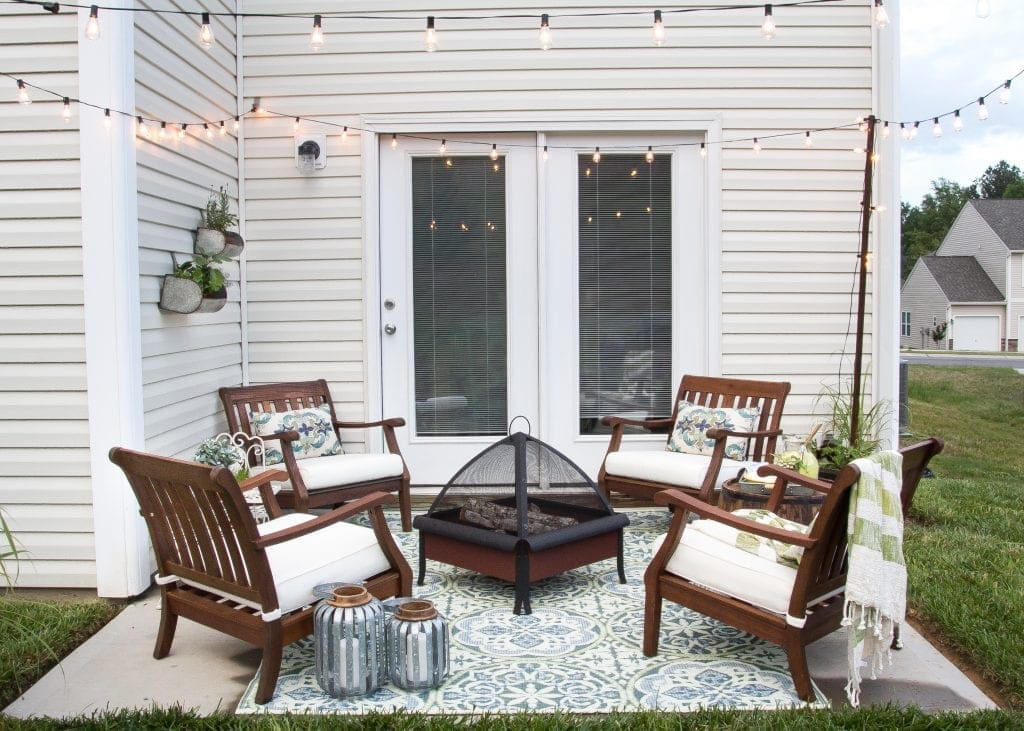 How to decorate a small patio bless 39 er house for Outdoor patio small spaces