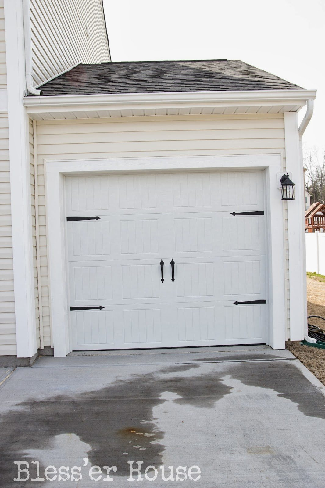 Project diy carriage doors bless 39 er house for Build carriage garage doors