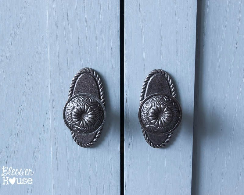 10 Best Places to Buy Furniture Hardware   blesserhouse.com   Awesome list and how to get discounts!