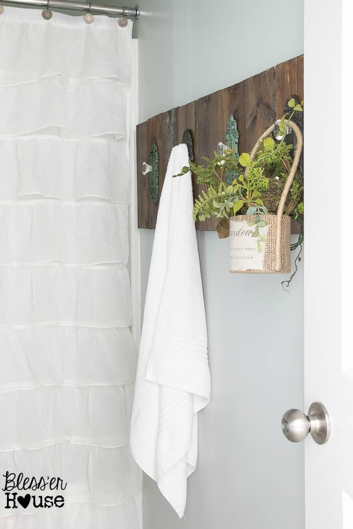 Diy antique door knob towel rack for Door towel racks for bathrooms