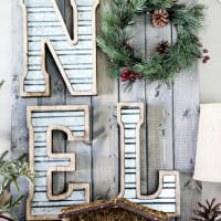 DIY Metal and Wood Christmas Sign