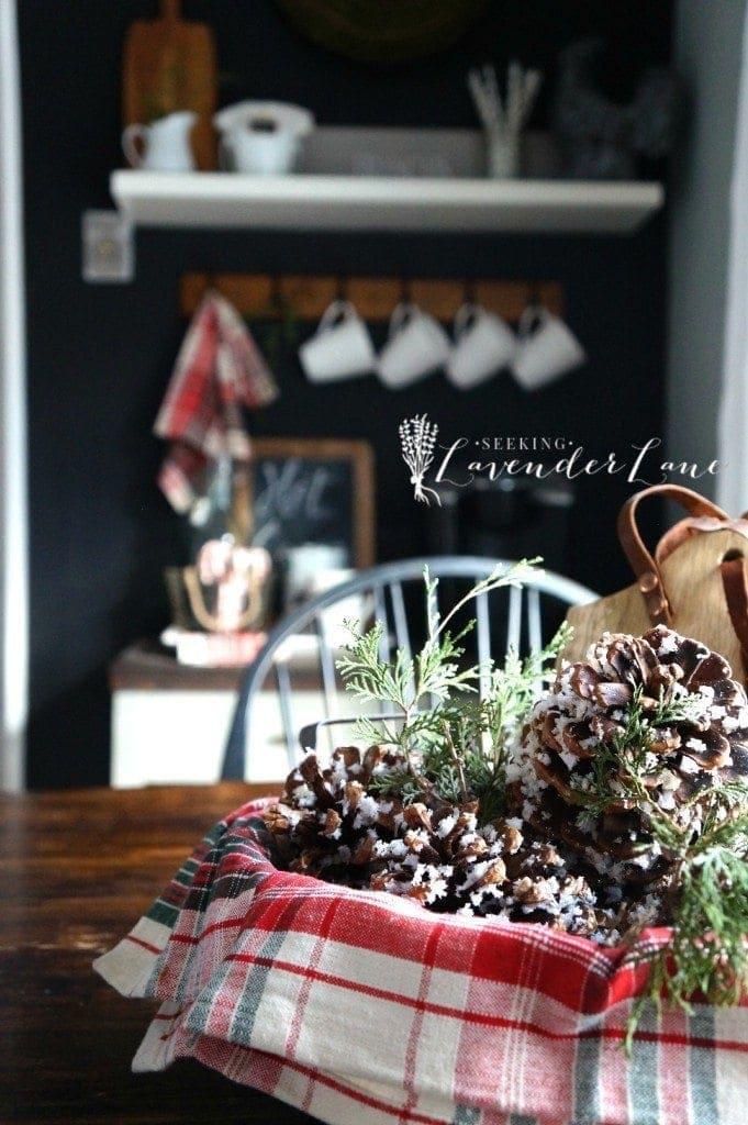 5 Amazing Christmas Home Tours + BWT #8 | blesserhouse.com