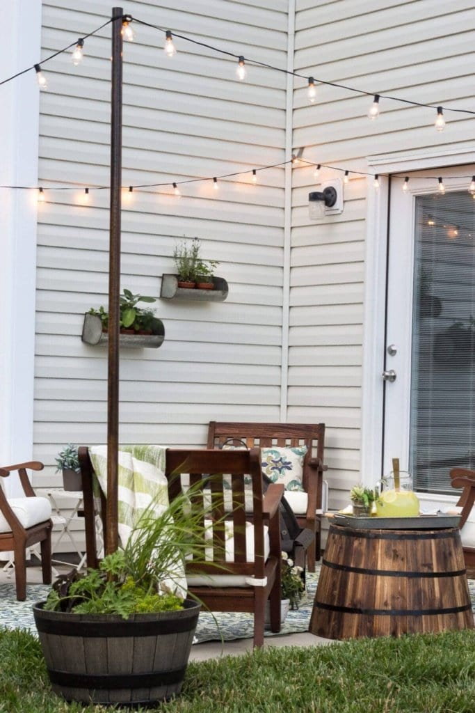 How to Hang Decor on Siding With No Damage | blesserhouse.com - Good tip for making outdoor siding look not so naked!