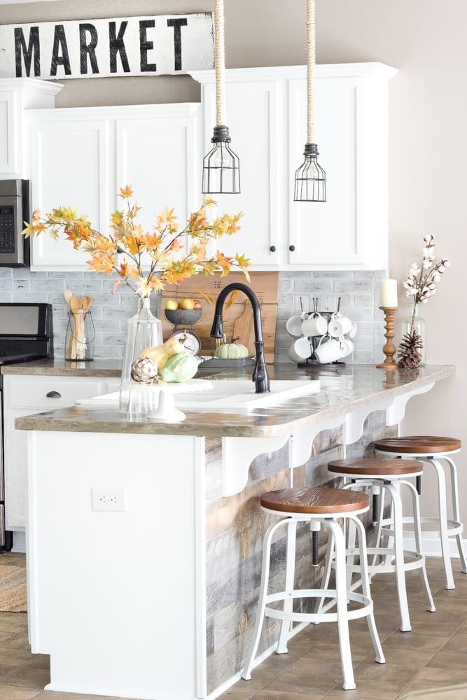 Fall Home Tour 2016   blesserhouse.com - Tips and tricks for how to incorporate fall decor easily and inexpensively in your home.