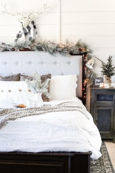 White Christmas Bedrooms Tour