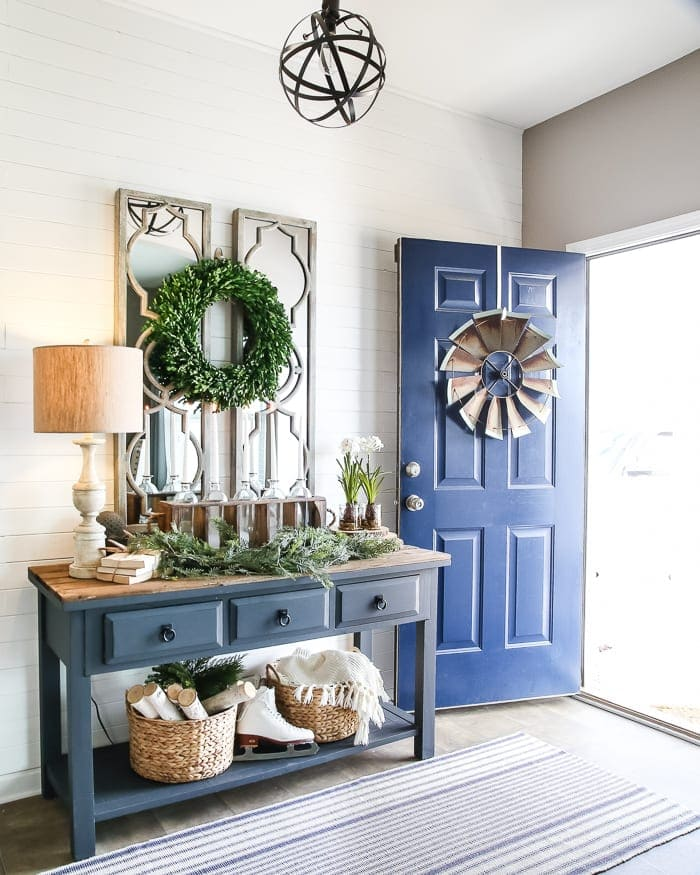6 after christmas winter foyer decorating ideas for Foyer makeover ideas