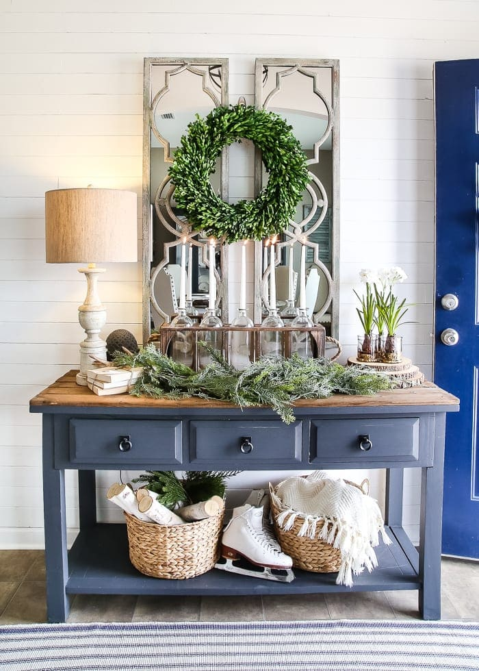 6 after christmas winter foyer decorating ideas for Exterior entryway design ideas