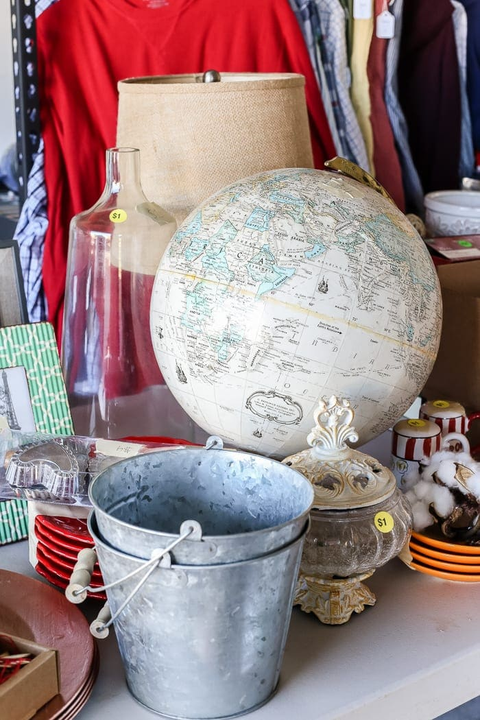 8 Apps to Up Your Thrifting Game | A list of the best apps to browse secondhand items online as alternatives to Craigslist and Facebook Marketplace for finding thrifty deals.