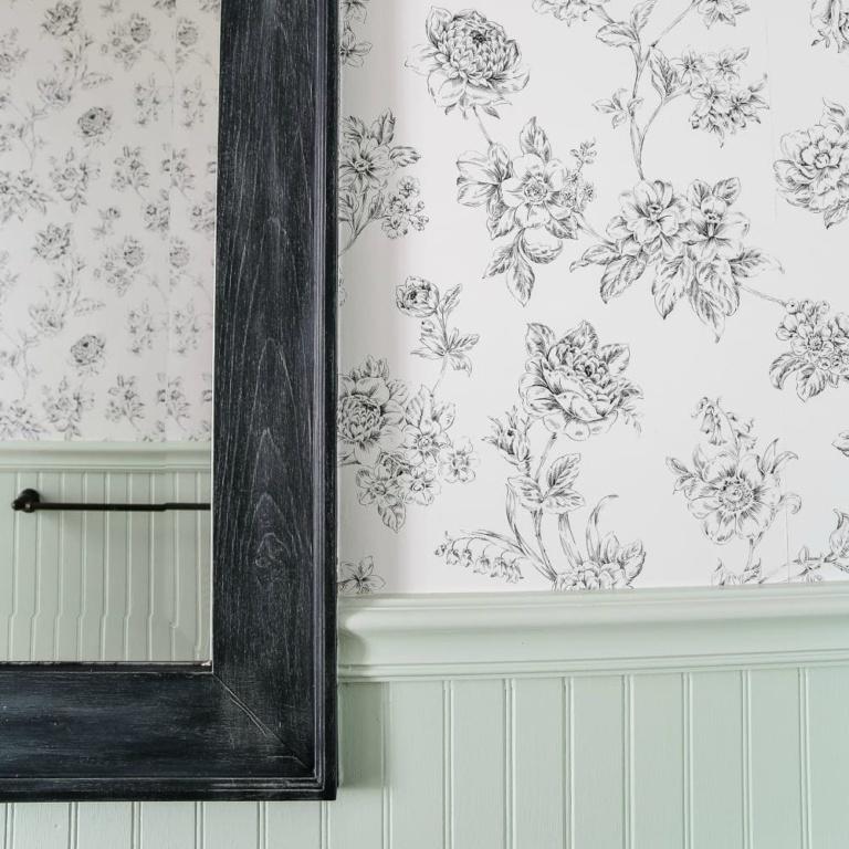Beginner's Guide to Hanging Wallpaper