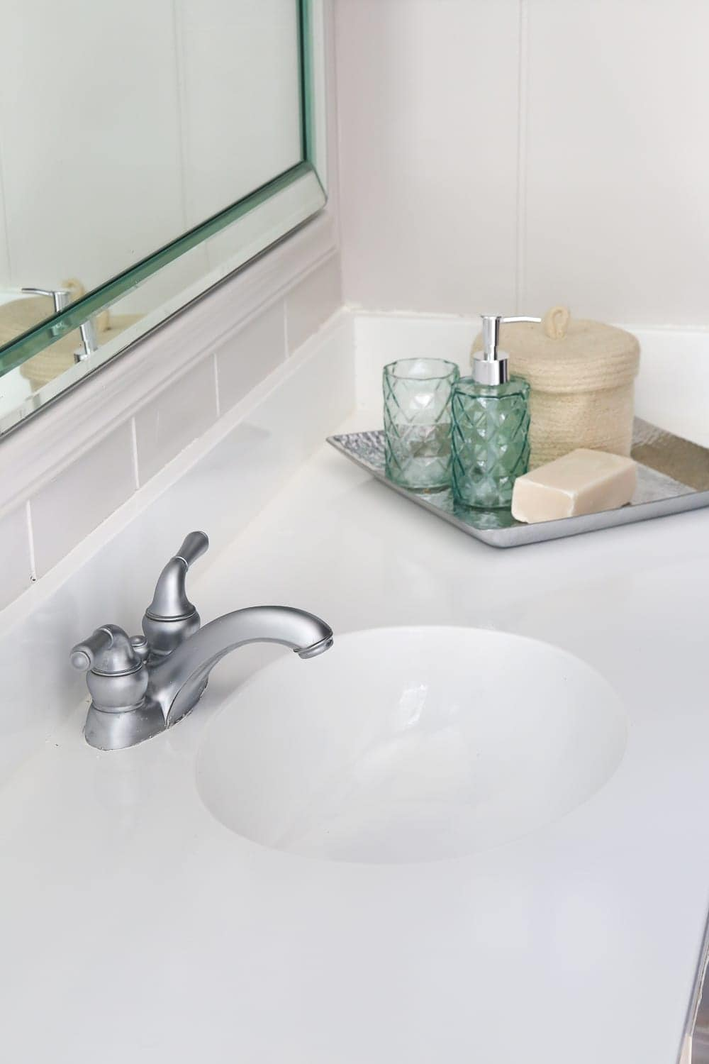Sink with countertop for bathroom