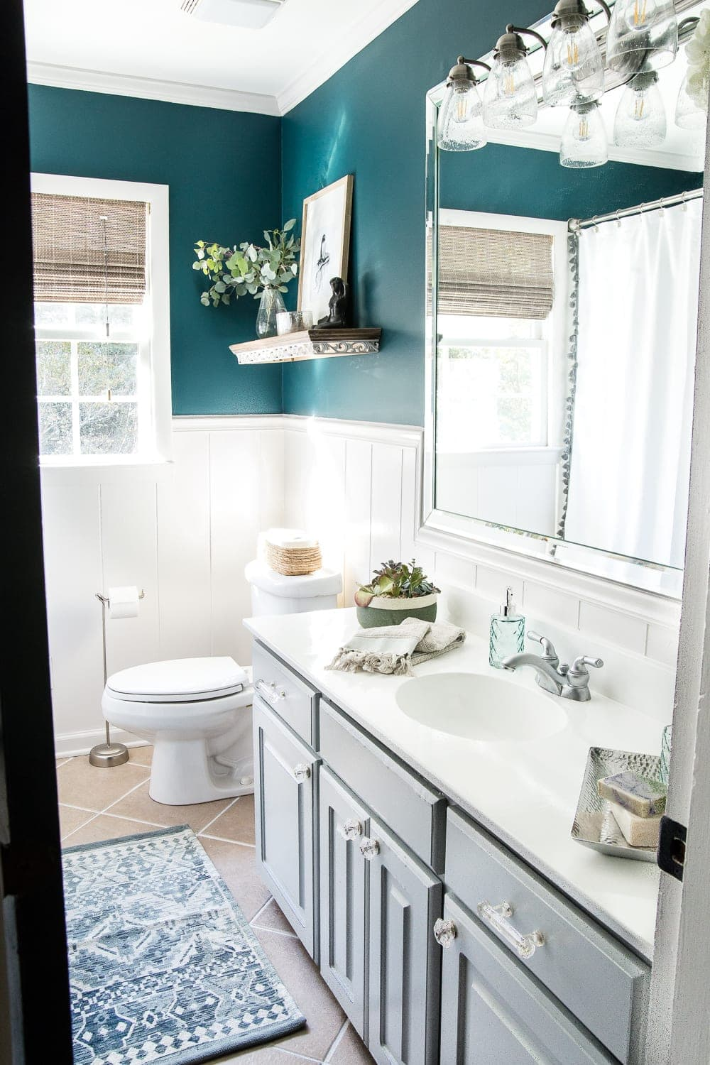Kid's / Guest Bathroom Makeover Reveal