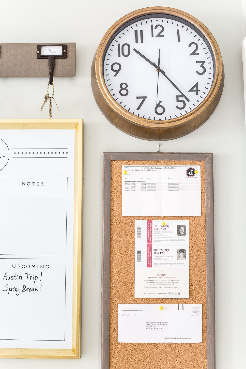 A junk-filled kitchen wall gets a drastic makeover with a simple command center using smart ways to keep mail, schedules, keys, and documents organized.  #commandcenter #organization #mailorganizing