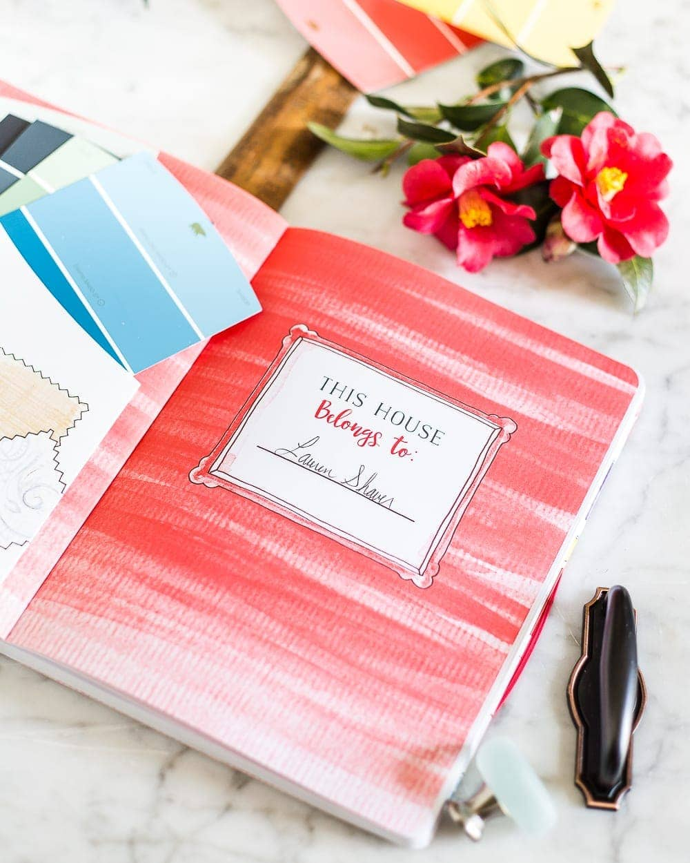 A review of The DIY Home Planner - a step-by-step guide for decorating your house like a pro and working within a budget. #homedecorating #bookreview #diyhomedecor #diyhomeplanner