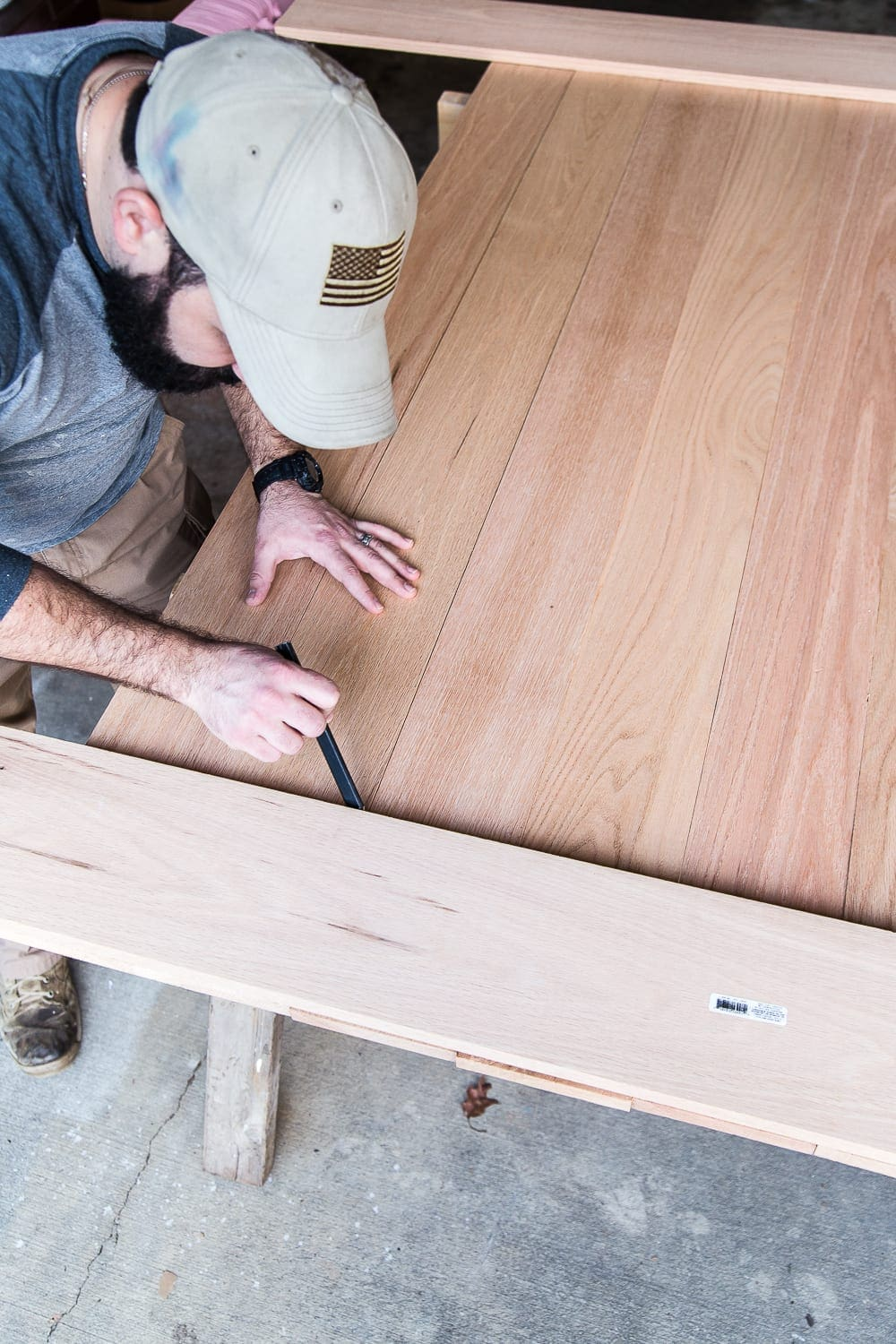 A tutorial for how to build a retrofitted table top to fit over any existing table using Minwax Dark Walnut stain. #build #furniturebuilding #tabletop #diningtable #diytable #farmhousetable #diyfurniture #woodworking #furnituremakeover #tablemakeover #minwax #woodstain #walnut