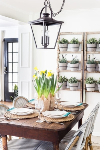 Simple Daffodil Easter Tablescape