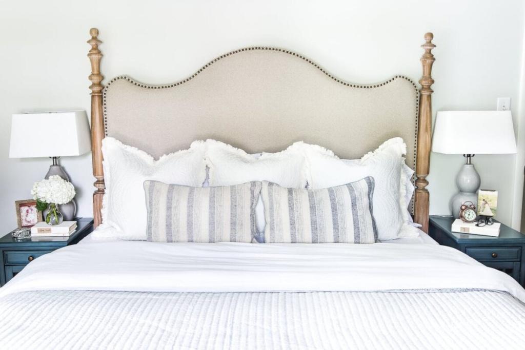 Tips for making a bed #masterbedroom #makebed #bedding #neutraldecor #bedmaking #makeabed #decortip #decoratingtip #bedroomdecor