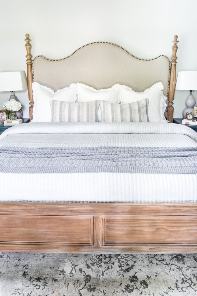 Neutral bedding #masterbedroom #makebed #bedding #neutraldecor #bedmaking #makeabed #decortip #decoratingtip #bedroomdecor