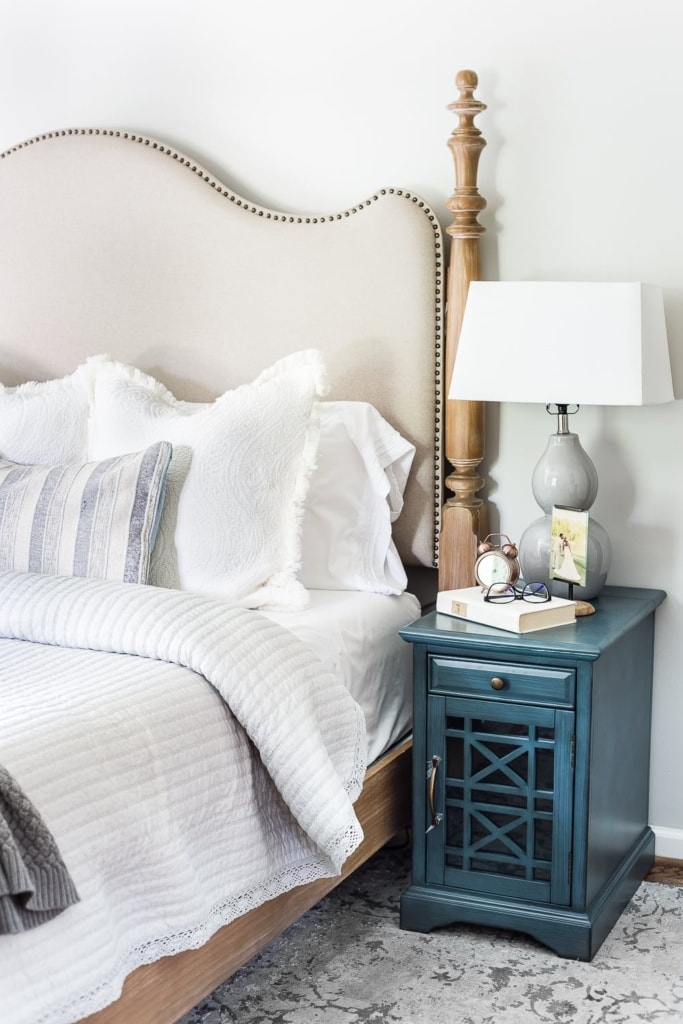 Blue nightstands #masterbedroom #makebed #bedding #neutraldecor #bedmaking #makeabed #decortip #decoratingtip #bedroomdecor