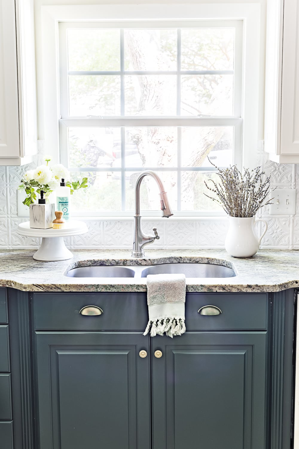 deep green kitchen cabinets