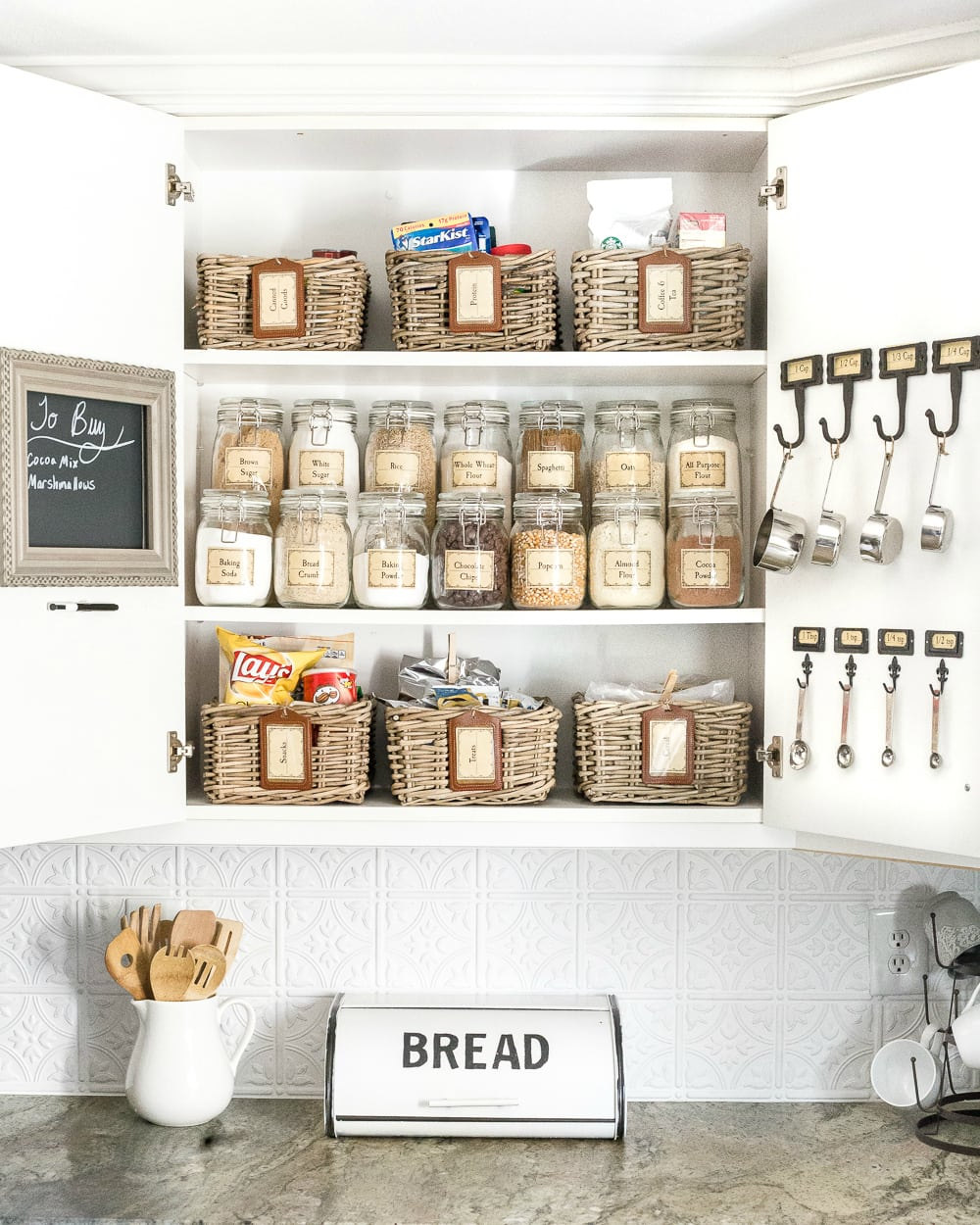 Organized pantry kitchen cabinet + declutter checklist printable
