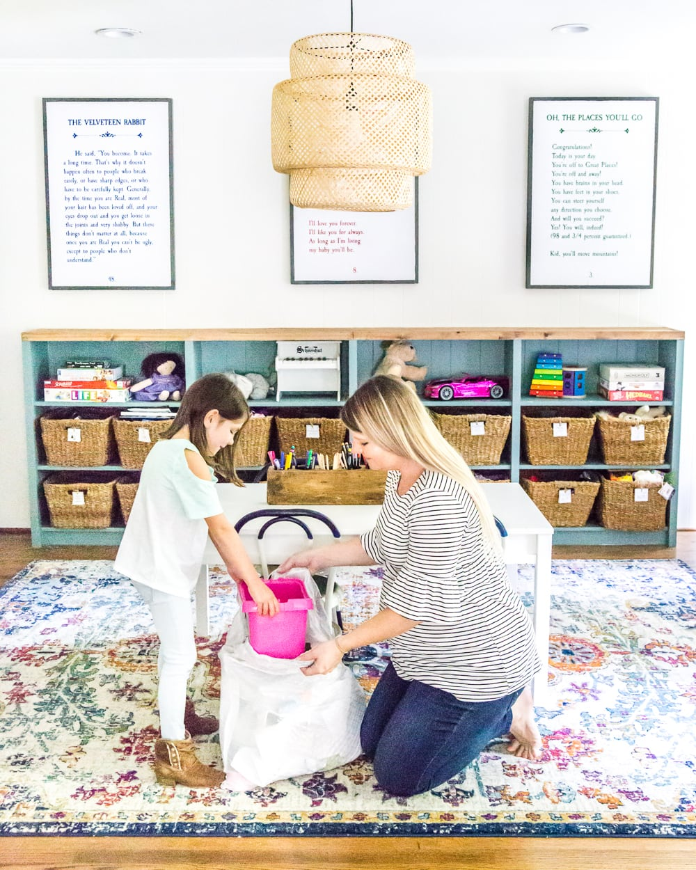 How to efficiently declutter a playroom + decluttering checklist printable