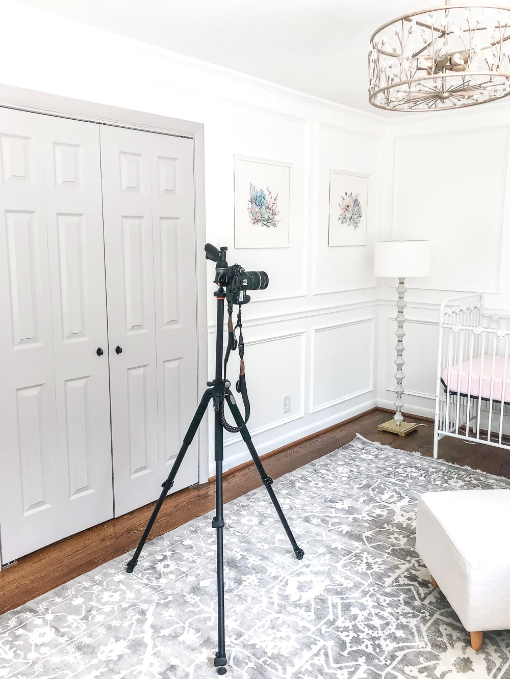 The best course for teaching you how to photograph interiors and jumpstart your career as a blogger, interior designer, or real estate photographer. #blogphotography #photography #improvephotography #photographercourse #photographytips #photographytricks
