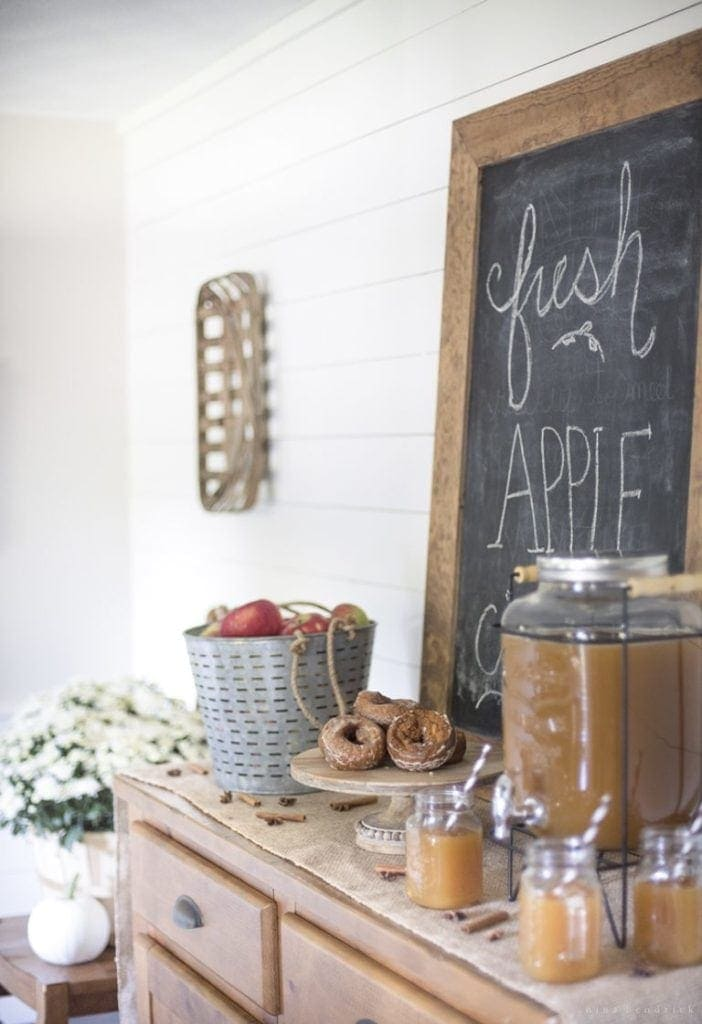 5 Ideas for Creative Thanksgiving Entertaining | Apple Cider Bar