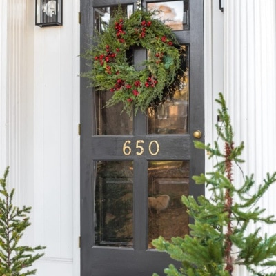 Colonial Christmas Outdoor Wreath Decor + Giveaway
