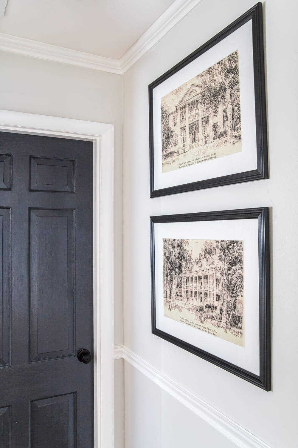 A set of 4 architectural printable art of Southern Antebellum mansions perfect to mat and frame for an antique feel anywhere in your home. #architecturalprints #architecturalart #freeprintableart #freeprintables #freeart #walldecor #hallway