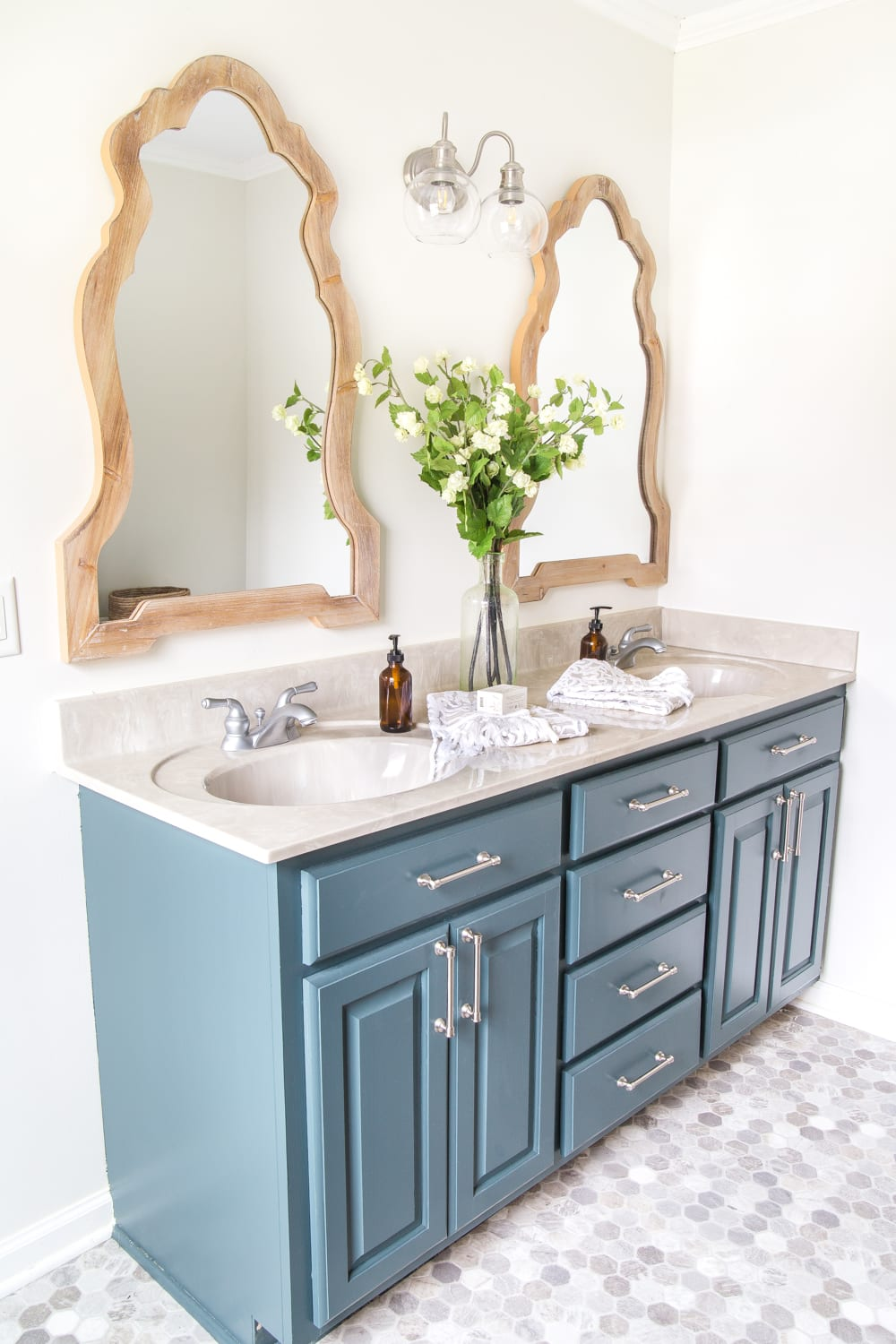 Bathroom Vanity Organization | The must-do steps to thoroughly organize your bathroom drawers and cabinets and the best tools to keep them looking tidy. #bathroomorganization #bathroomdrawer #bathroomcabinet #bathroomvanityorganization #bathroomorganizing