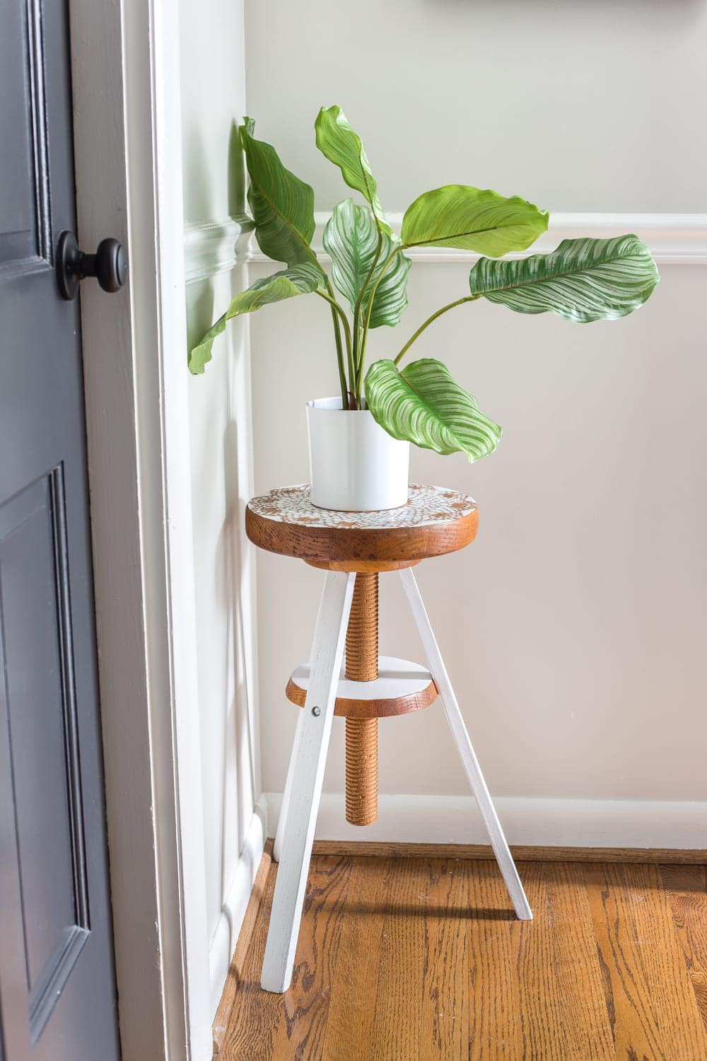6 Tips to Decorate a Boring Hallway | blesserhouse.com - plant stand made from a thrifted piano stool