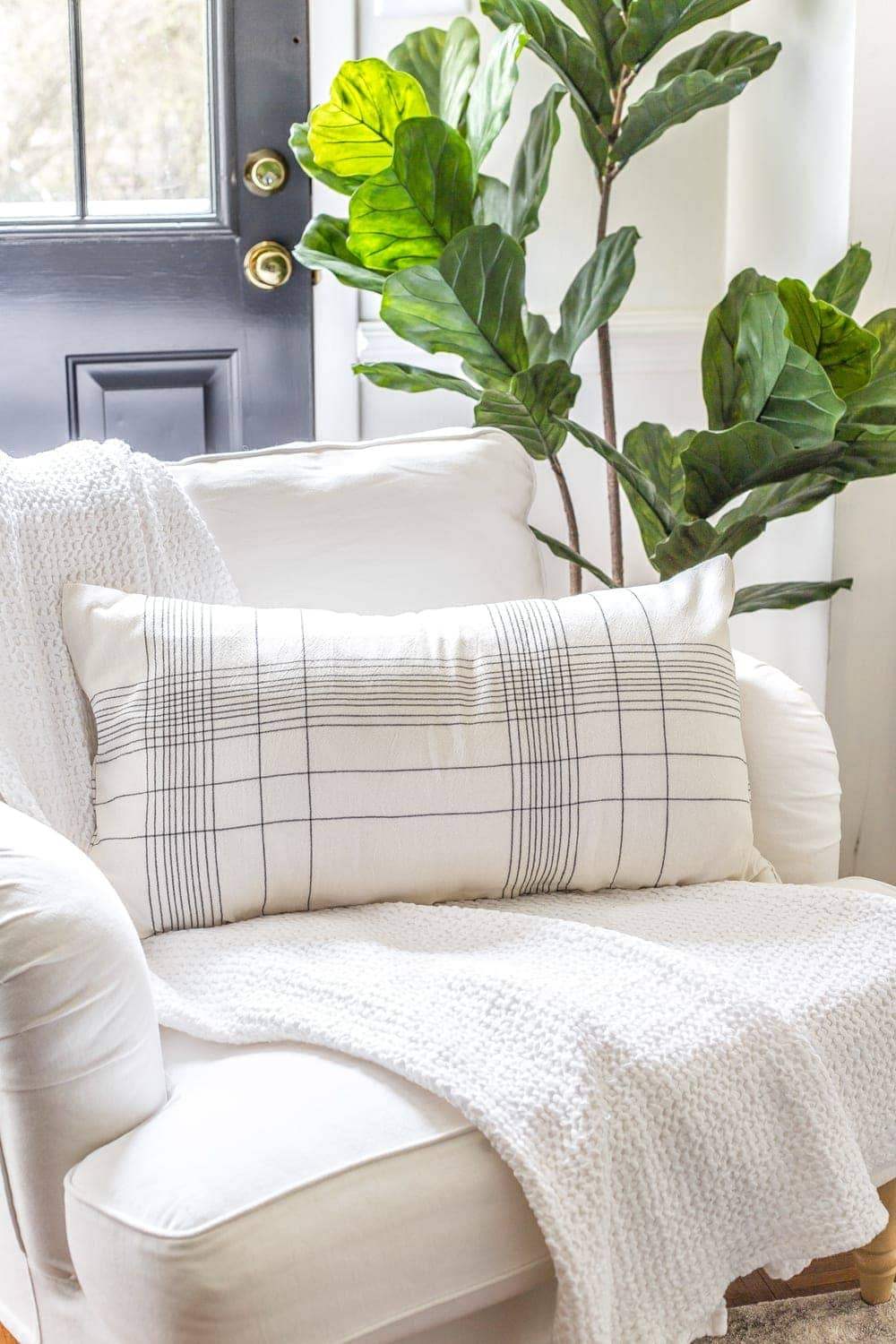 3 items you can repurpose into DIY no-sew throw pillows | How to make a throw pillow from a kitchen towel.