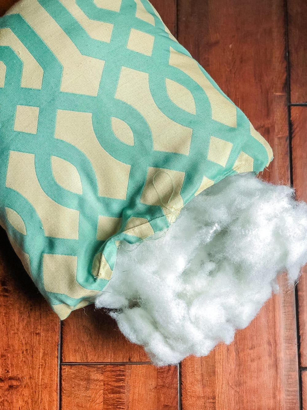 3 items you can repurpose into DIY no-sew throw pillows | Reuse polyfill from old pillows to make new ones and save money