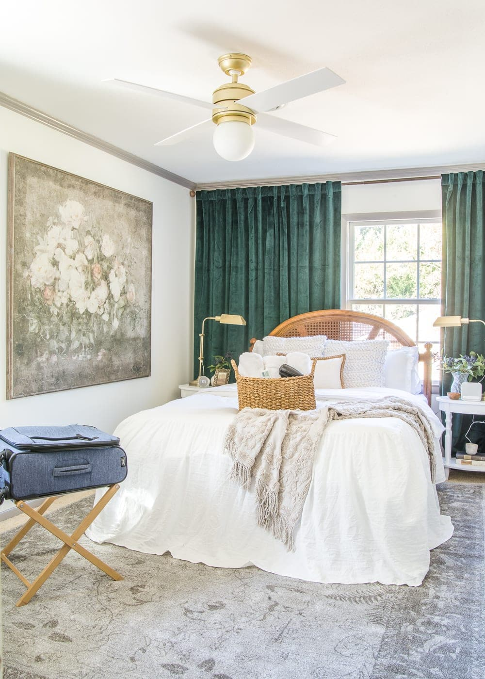 A master list of all of the best amenities and essentials to set up your guest bedroom like a hotel suite to help guests feel pampered and relaxed. #guestbedroom #guestroom #guestbedroomessentials #hospitality #guestroomessentials #guestroomamenities #perfectguestroom