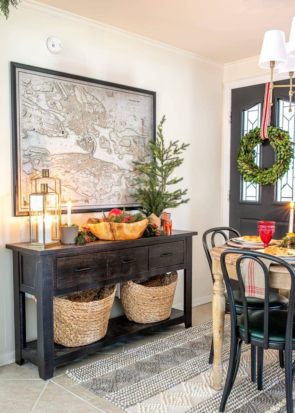 Christmas decor ideas | cozy Christmas breakfast nook and console table