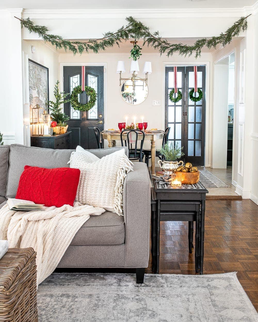 Christmas decor ideas | Christmas living room with real looking fake garland and mistletoe and cozy breakfast nook