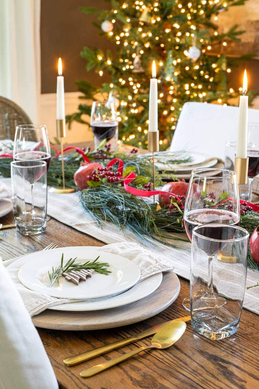 Christmas decorating ideas   Simple Christmas centerpiece