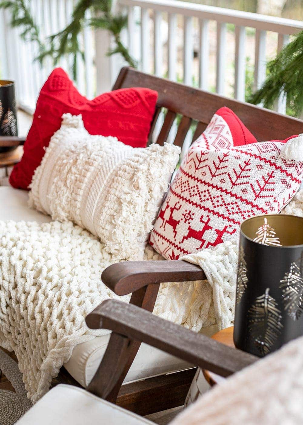 Cozy Christmas pillows and blankets
