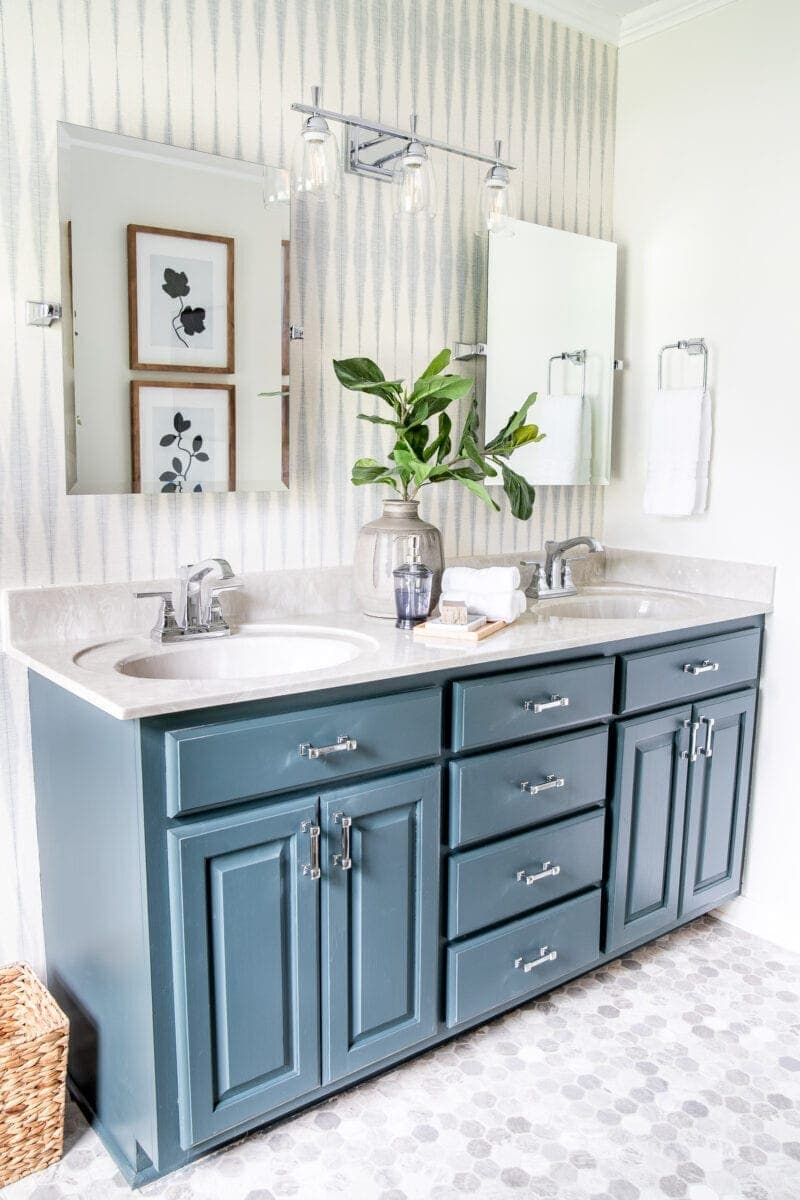 Master Bathroom Refresh | A dated master bathroom gets a quick and inexpensive modern refresh using paint, wallpaper, sheet vinyl, and hardware.