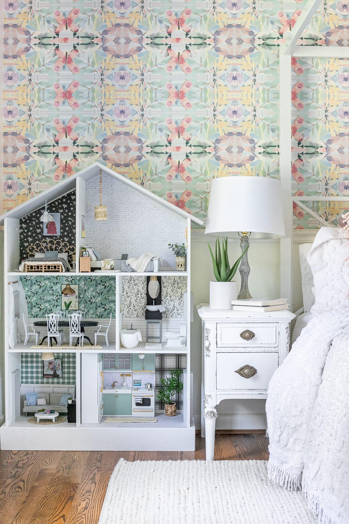thrifted dollhouse makeover