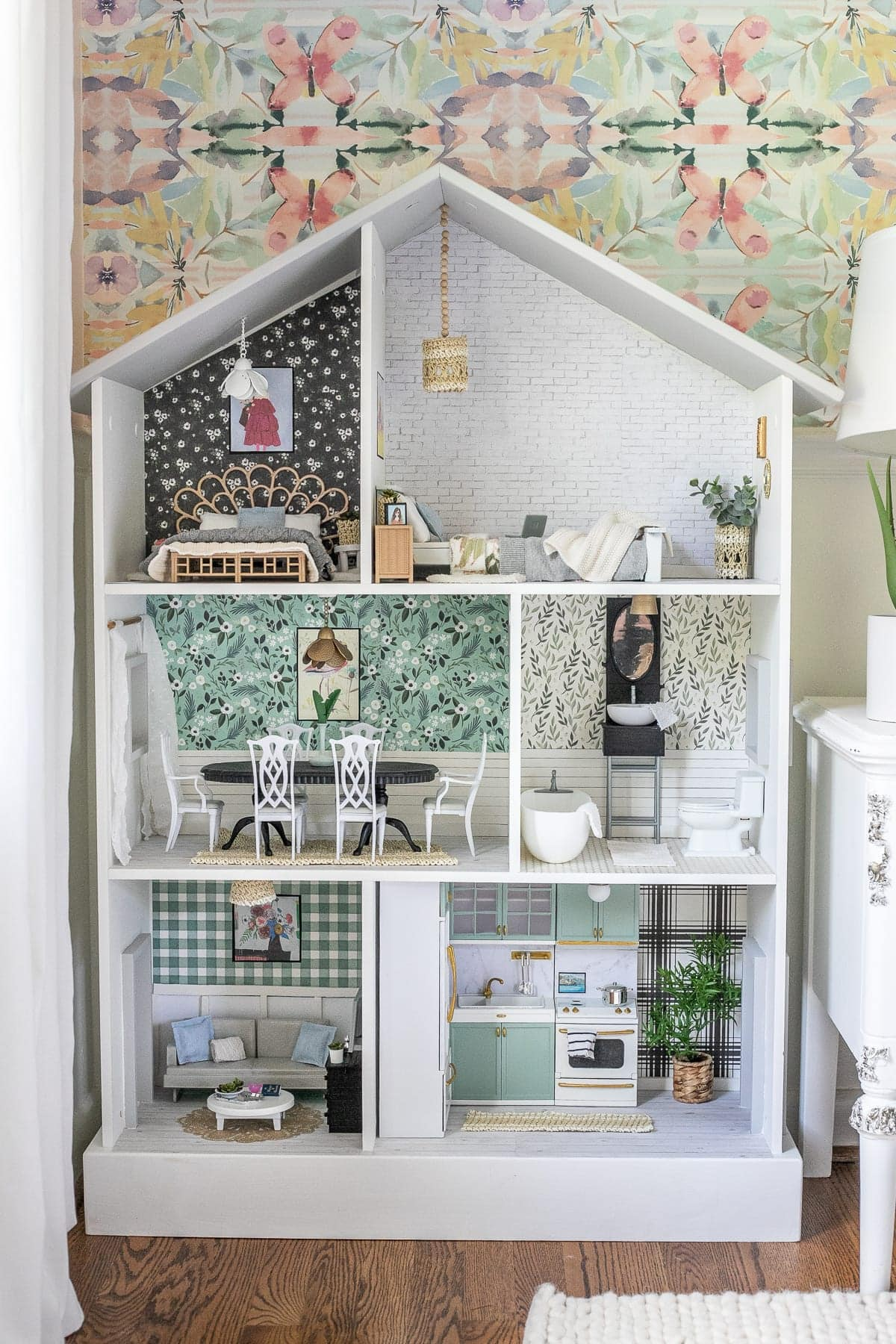 DIY dollhouse using items from around the house