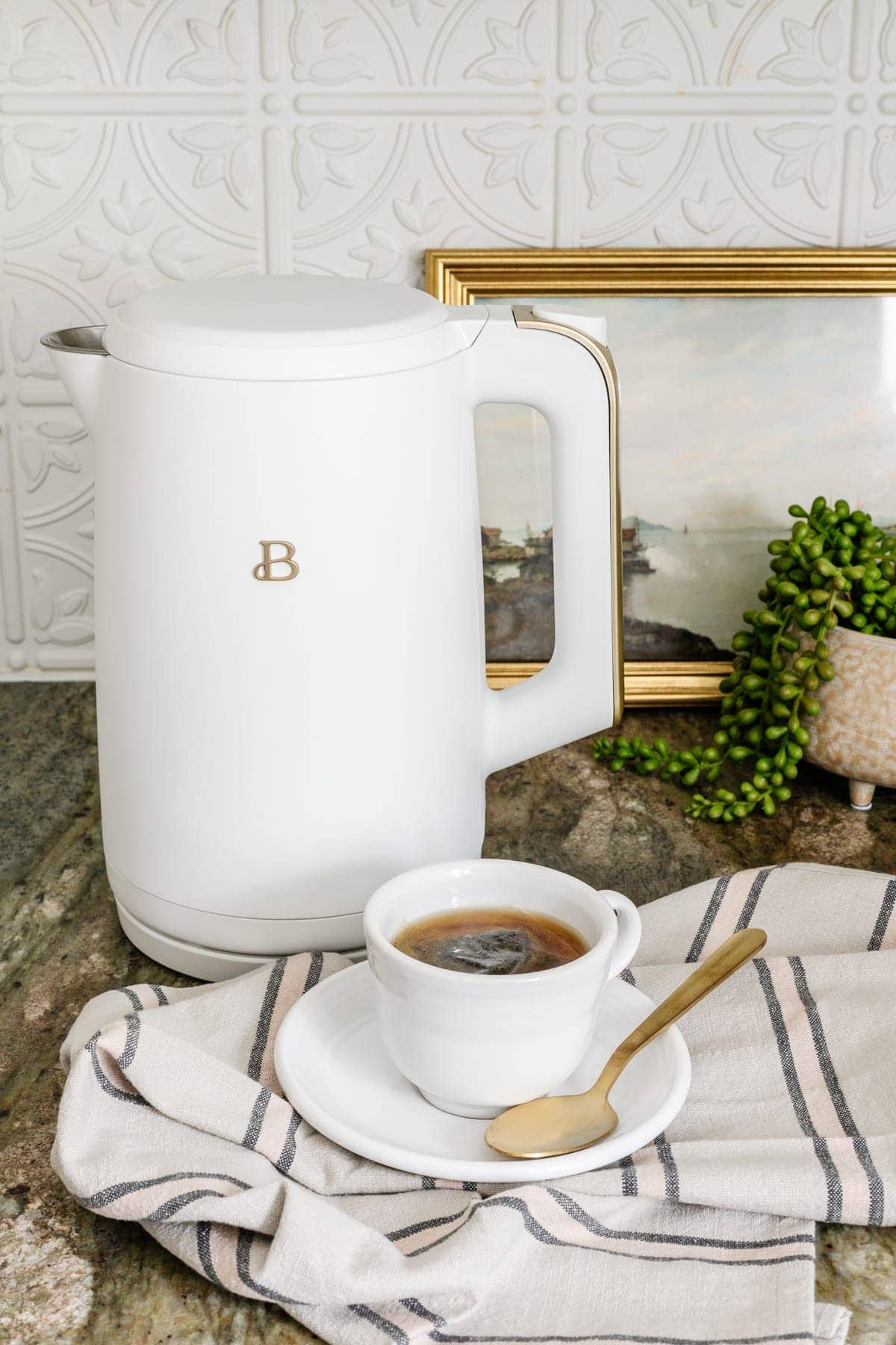 Budget version of the Smeg electric kettle