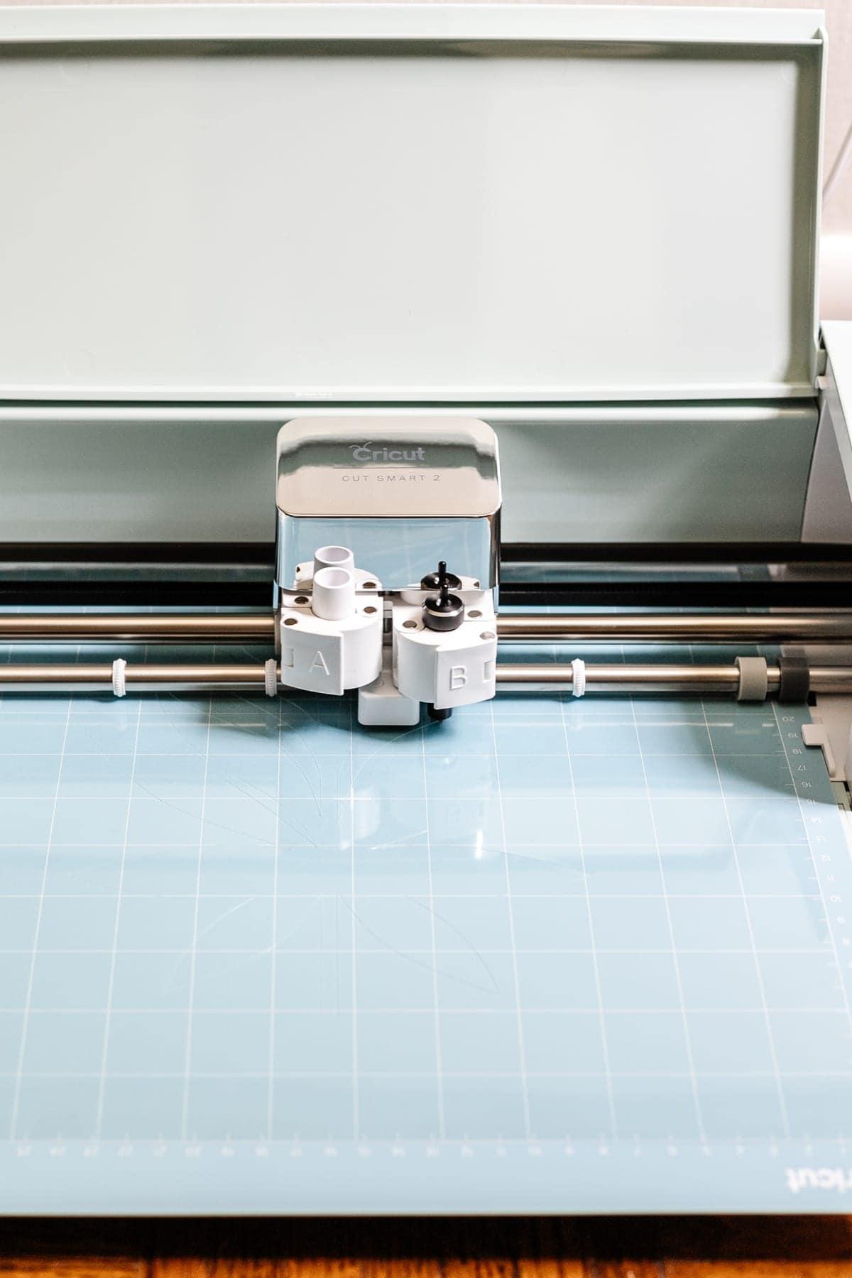 how to make a stencil with a Cricut machine