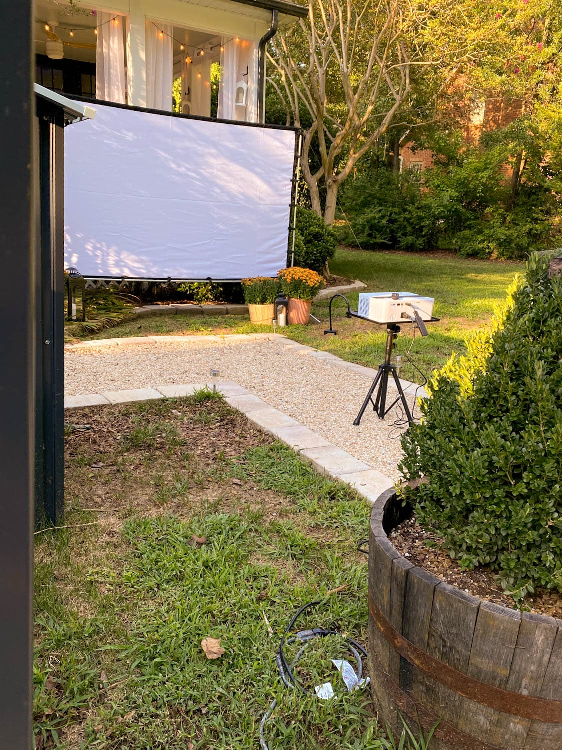 how to set up a backyard movie night with recommended projector and outdoor projector screen