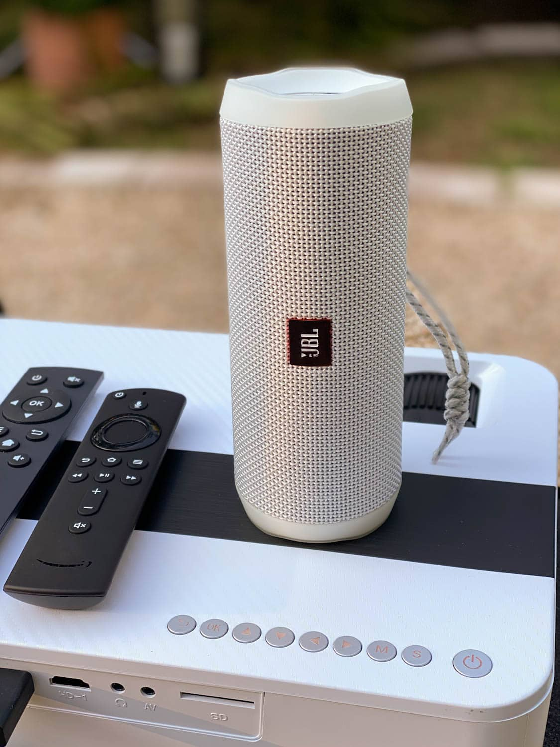 how to set up a bluetooth speaker with an outdoor movie projector